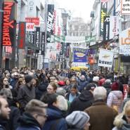 Die deutsche Wirtschaft stagniert, doch bei den meisten Deutschen ist der Abschwung bisher nicht angekommen.