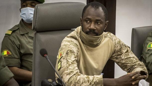 Putschistenführer lässt sich in Mali zum Präsidenten ausrufen