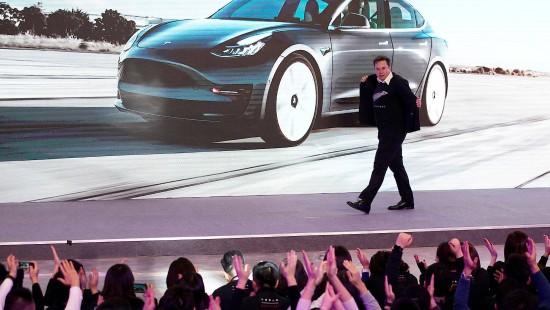 Tesla-Gründer legt Tänzchen hin