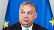 """Er wolle """"das Unmögliche wagen"""", hatte Viktor Orban nach seinem dritten Wahlsieg vor einem Jahr großspurig angekündigt."""