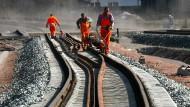 In den Jahren 2015 bis 2019 sollen rund 28 Milliarden Euro in Instandhaltung, Aus- und Neubau fließen.