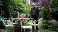 In seinem Elternhaus tut Barnaba Fornasetti weit mehr, als nur das Werk seines Vaters zu verwalten: Er entwickelt es fort.
