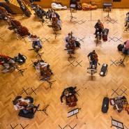 Kein Publikum, nur Musikstudenten auf Abstand: der Große Saal der Frankfurter Hochschule für Musik und Darstellende Kunst im Corona-Probenmodus
