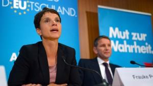 Hat Frauke Petry den Ausschluss von Höcke beantragt?