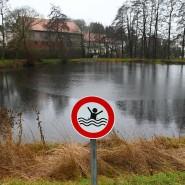 Tödliches Unglück: In diesem Teich ertranken 2016 drei Kinder. Nun fiel das Urteil gegen den Bürgermeister.