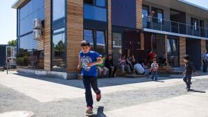 Flüchtlinge bleiben am Alten Flugplatz