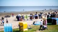 Zahlreiche Tagestouristen zog es am vergangenen Sonntag an den Strand von Dangast in Niedersachsen.