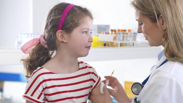 Britische Impfkommission rät von Impfung 12- bis 15-Jähriger ab