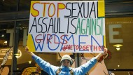 Männer, reiht euch ein: Demonstrant in Paris gegen Roman Polanski