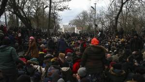 Hunderte Migranten überwinden Grenze der Türkei
