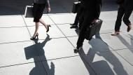 Unter gleichen Bedingungen verdienen Frauen durchschnittlich zwei Prozent weniger als Männer.