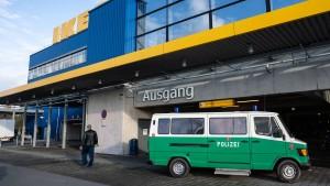 Neue Hinweise nach Überfall vor Ikea-Filiale in Frankfurt