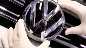 Volkswagen und einstiger Markenvorstand streiten über Kündigung