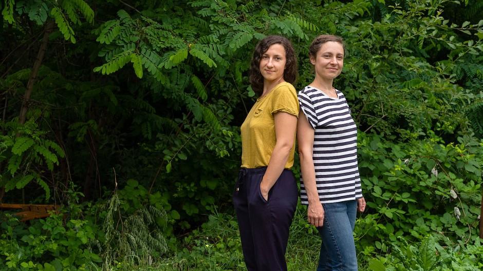Gemüseheldinnen: Laura Setzer (links) und Juliane Ranck auf dem Uni-Campus Westend