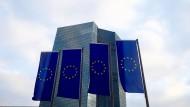 Blick auf das EZB-Gebäude in Frankfurt: Ist die Lehre aus der Banken- und Euro-Krise nicht, dass Kontrolle und Haftung in eine Hand gehören?