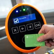Verwirrt Touristen: Der öffentliche Nahverkehr in Tallinn, wo es statt Automaten nur NFC-Validatoren in den Bussen und Bahnen gibt