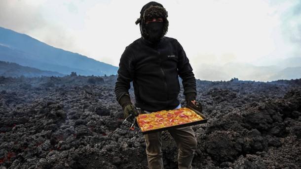 Pizza backen in einem Vulkan