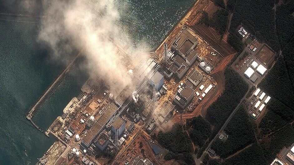 Rauch steigt am 14. März 2011 aus dem Atomkraftwerk Fukushima Dai-ichi auf.