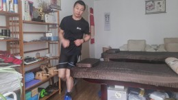 Chinese läuft in eigenen vier Wänden Marathon