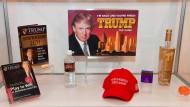 Marketing-Maschine Trump: Produkte wie seine Wasser-Linie kamen allerdings nicht besonders gut an.