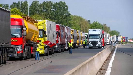 Jetzt streiken auch die Lkw-Fahrer
