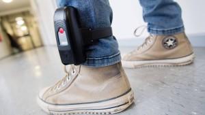 Gewalttätern per Fußfessel auf der Spur