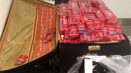 Zoll stoppt zwei Reisende mit 60.000 Zigaretten im Gepäck