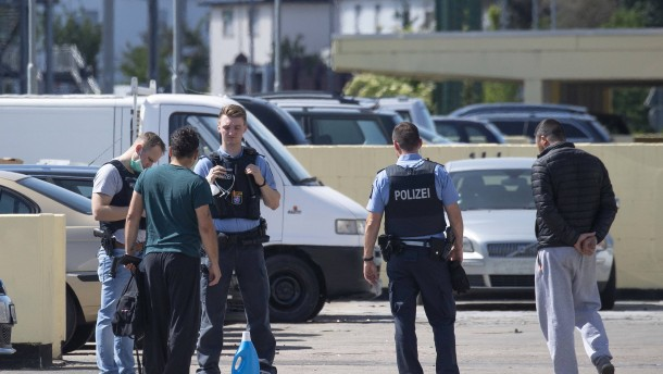 """Hessens Innenminister: Einsatzkräften wurde """"eine Falle gestellt"""""""