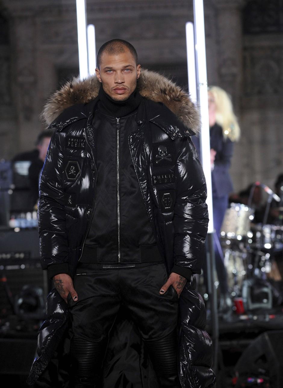 """Er präsentierte Mode für den Münchener Designer Philipp Plein, auch bekannt unter dem Spitznamen """"King of Bling""""."""