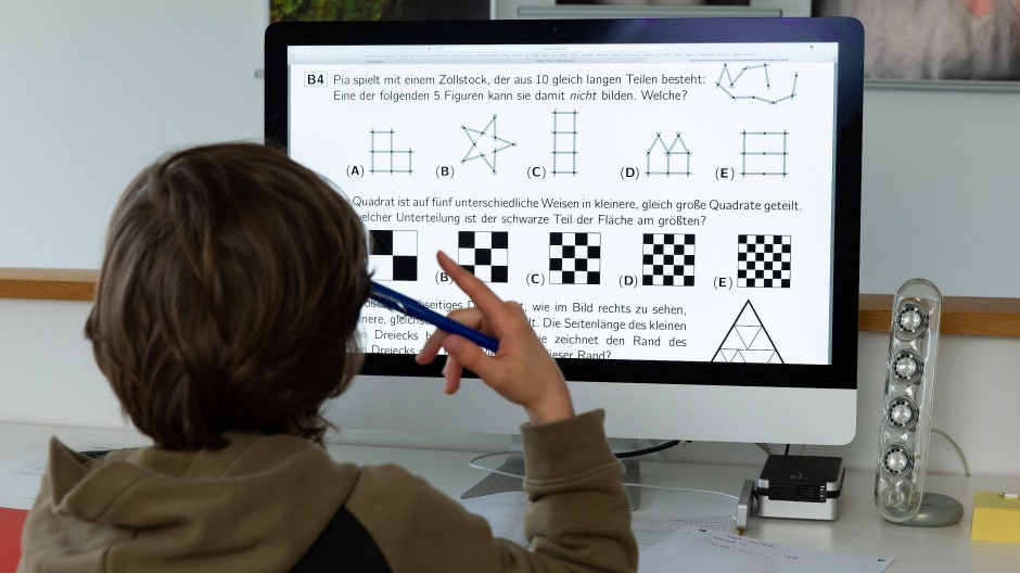 Beim Distanzlernen dürfen Kinder, die Grundsicherung beziehen, nicht außen vor bleiben. Doch nicht alle Sozialgerichte erkennen den Mehrbedarf für einen Computer an.