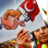 Am Samstagnachmittag hat in Frankfurt eine Demonstration gegen die türkische Militäroffensive in Nordsyrien stattgefunden.