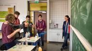 Leistungskurse im Fach Chemie könnten in Zukunft nicht mehr zustandekommen.