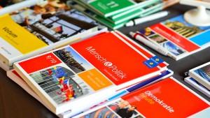 Jobcenter müssen Kauf von Schulbüchern bezahlen