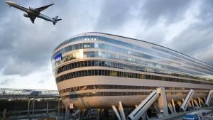 Gewitter legt Deutschlands größten Flughafen lahm