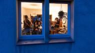 Glückliche Stadtbewohner: Wer die richtige Wohnung hat, kann auch mal ein Wohnzimmerkonzert veranstalten – wie hier in Osnabrück.