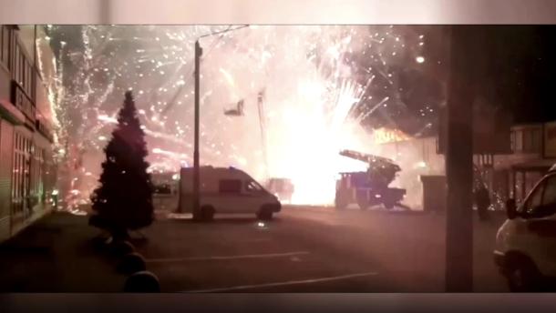 Endloses Feuerwerk nach Brand in Pyrotechnik-Geschäft