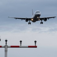 Droht Offenbach ein Lärmproblem? Ein Passagierflugzeug im Landeanflug.