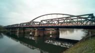 Blick auf die Steinheimer Brücke in Hanau