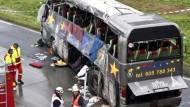 Busunglück fordert mindestens zwölf Opfer