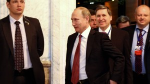 Putin verkündet Einigung, Merkel sieht nur Hoffnungsschimmer