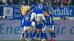 Schalke schießt sich auf Platz zwei