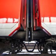 Güterzüge werden in der Regel heute noch per Hand gekuppelt.