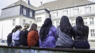 Muslimische und nicht-muslimische Schüler des Städtischen Gymnasiums in Wuppertal-Vohwinkel: Das Zusammenleben der Kulturen und Religionen funktioniert hier recht gut.
