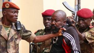 Rebellenführer an Internationalen Strafgerichtshof überstellt