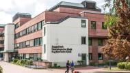 Nach kritischen Berichten über die Zustände der Psychiatrie in Höchst weitet sich die Kritik auf andere Kliniken aus.