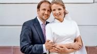 Strahlendes Lächeln: Vincent Steigenberger und Elena von Metzler haben geheiratet.