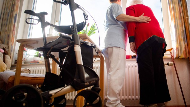 Hessen will Corona-Bonus für Altenpfleger aufstocken