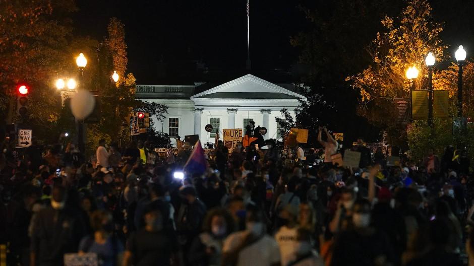 Das Weiße Haus, belagert von Demonstranten