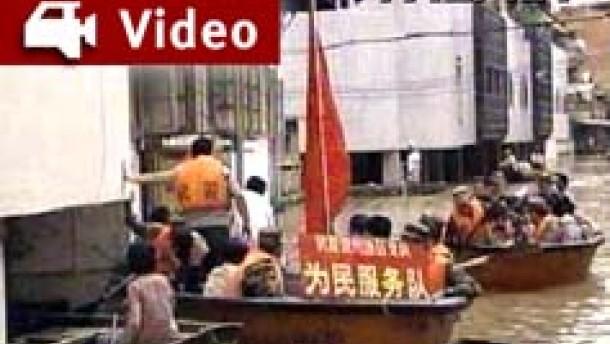 Tausende Chinesen von Flut eingeschlossen