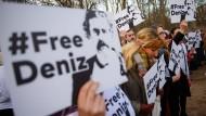 Freiheit für Deniz Yücel: Neben dem Journalisten sitzen aber auch fünf weitere Deutsche in türkischer Haft.